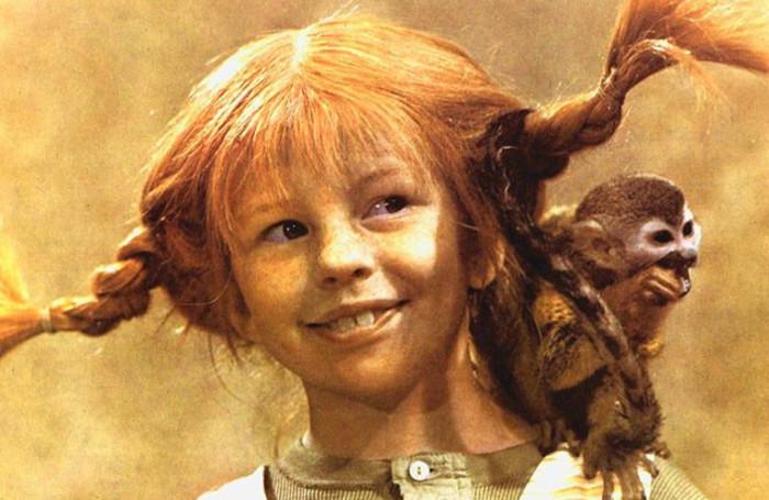 Пэппи Длинный Чулок со своей мартышкой Господином Нильсоном.