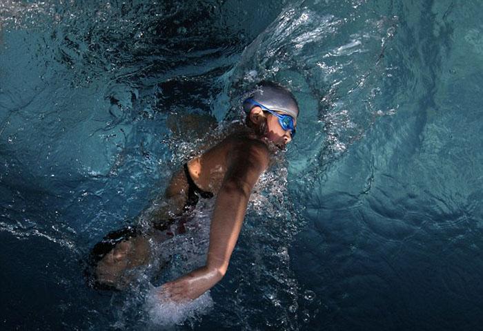 Девочке было трудно не только плавать, но даже просто держаться на воде.