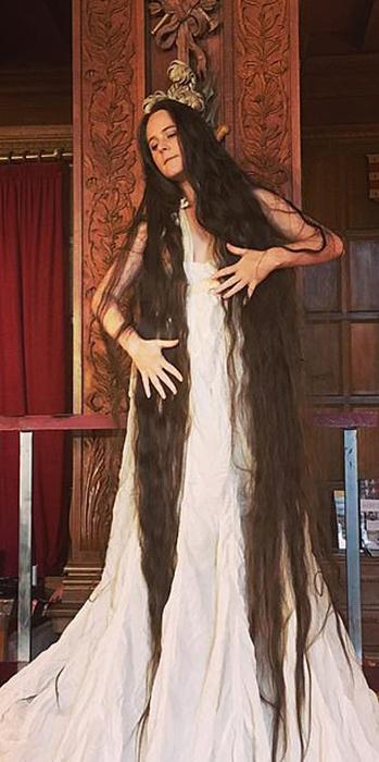 Фрэнки перестала подстригать кончики волос в 18 лет.