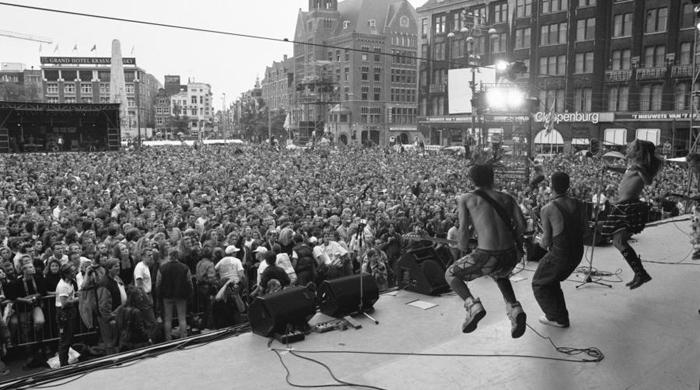 Концерт Red Hot Chilli Peppers на площади Дам в Амстердаме во время фестиваля Uitmarkt 1989г.
