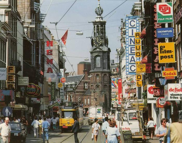 Одна из центральных улиц Амстердама Reguliersbreestraat, 1988г.