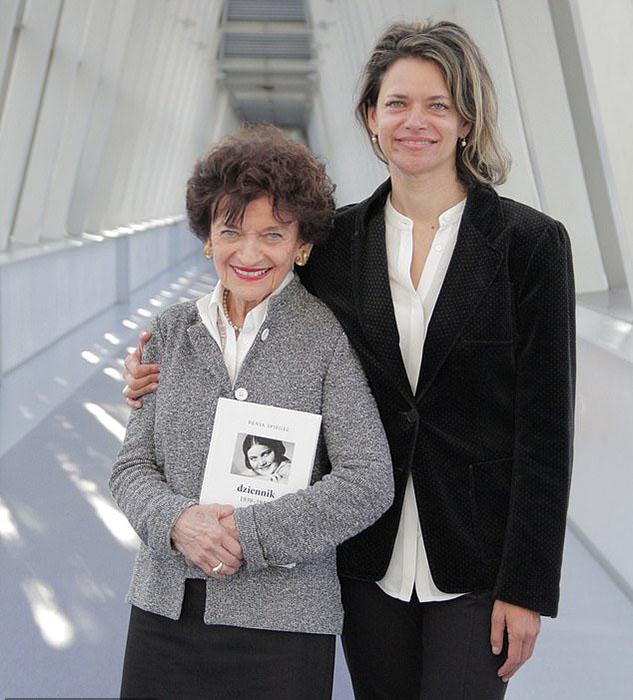 Младшая сестра Рени Ариана, пережившая концлагерь, со своей дочерью Александрой Беллак.