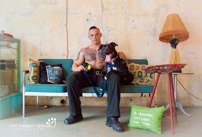 Настенный календарь в поддержку приютов для животных.  Фото: Ricki Beason.