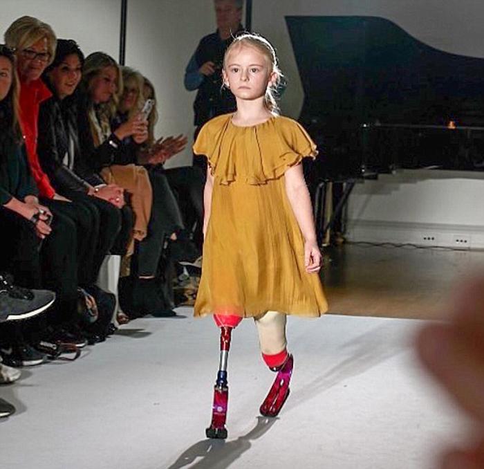 За полгода девочка успела заключить контракт с большой фирмой по производству одежды.