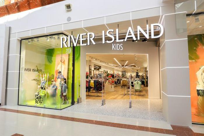 В качестве модели Дейзи выбрала знаменитая компания River Island.
