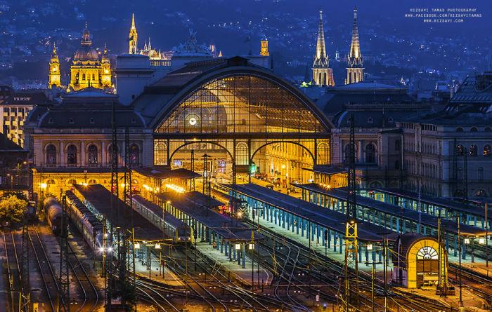 Железнодорожный вокзал. Автор фото: Tamas Rizsavi.