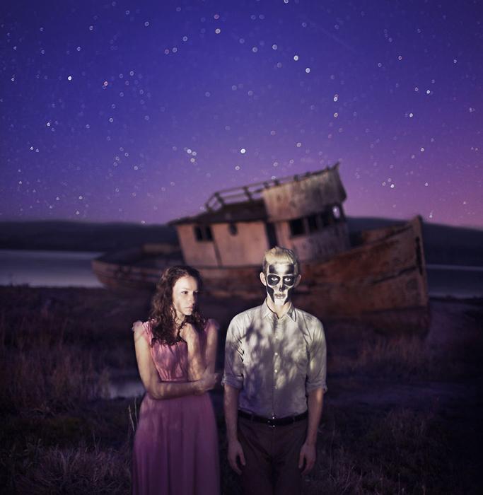 Влюбленные с разбитого корабля.