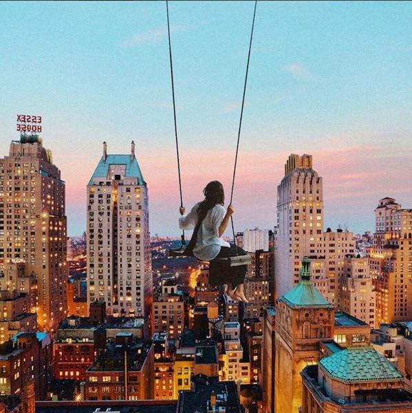 Когда я буду жить в Нью-Йорке, я сделаю себе качели прямо на крыше здания.  Автор: Robert Jahns.
