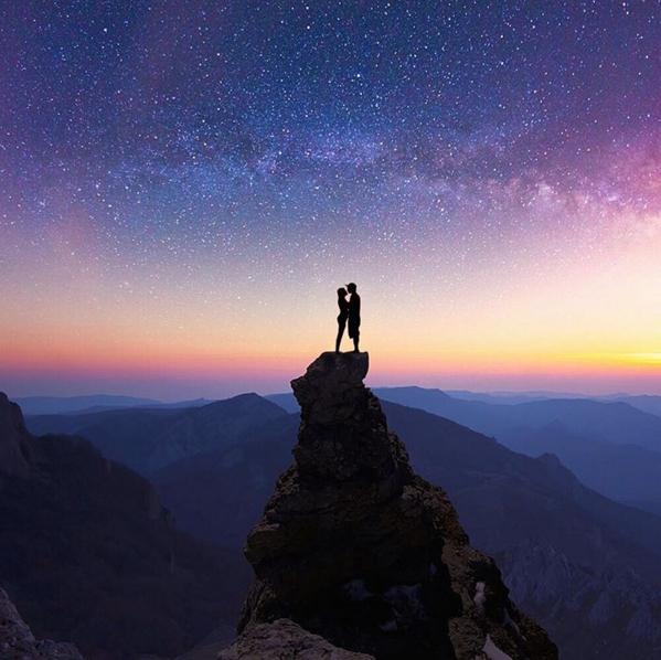 Если бы у меня была звезда за каждый момент, который был освещен тобой, то у меня была бы целая галактика. Автор: Robert Jahns.