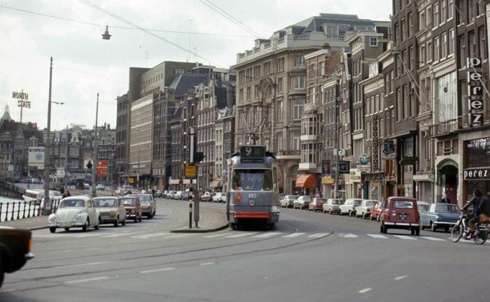 Автомобили по улице Rokin, 1973г.