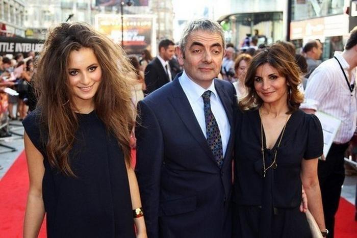 Роуэн Аткинсон с женой и дочерью.