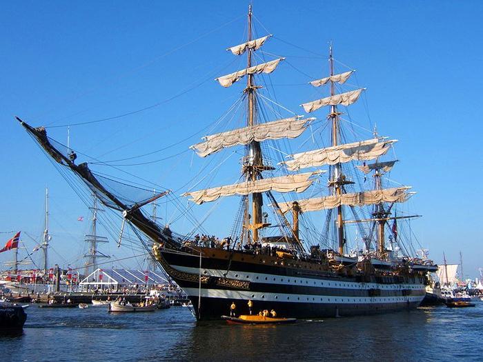 Итальянский корабль Amerigo Vespucci на SAIL Amsterdam 2005.
