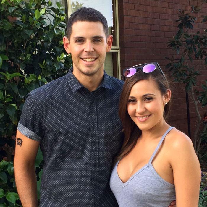 Сэм обручен со своей девушкой и у них уже запланирована свадьба.