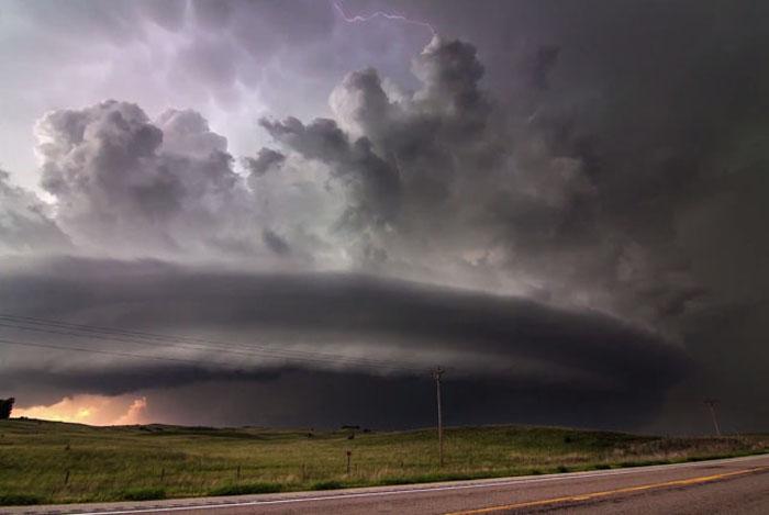 Райан МакГиннис и его видео штормов.