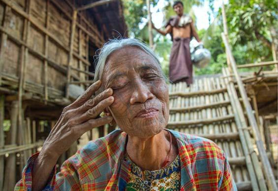 Племенные традиции Мьянмы. Фото: Eric Lafforgue.