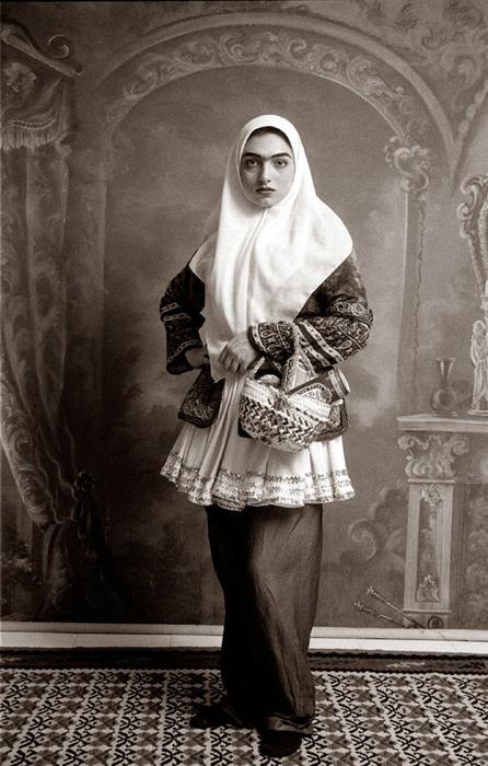 Женщины Ирана со своими *непозволительными* вещами. Автор фото: Shadi Ghadirian.