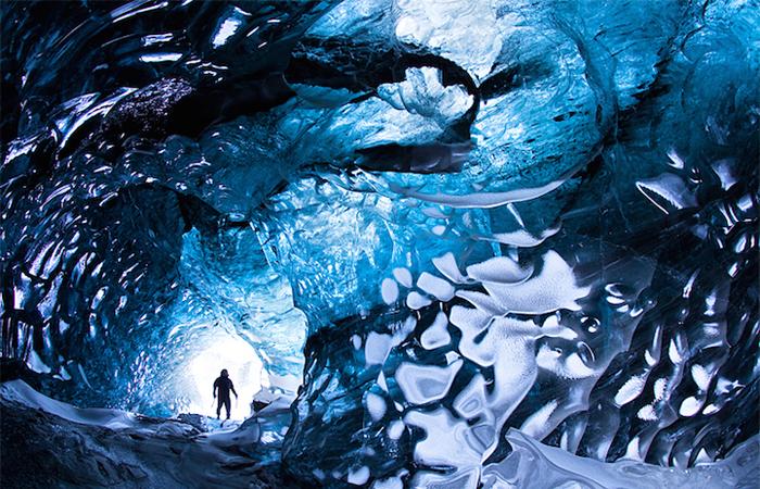 Ледяные пещеры в Исландии.