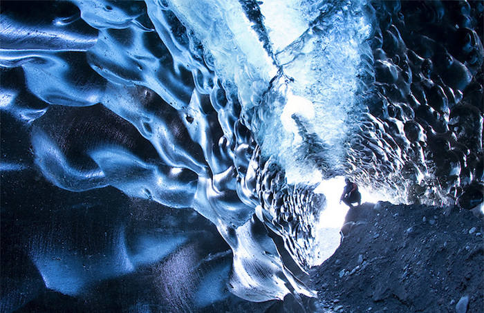 Удивительная текстура ледяных пещер.