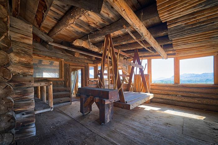 Абсолютно все в доме сделано из дерева.