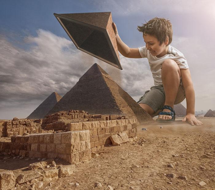 Игра в песочнице.  Автор: Adrian Sommeling.