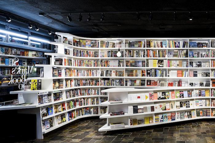 Необычный интерьер книжного магазина Сан-Марко