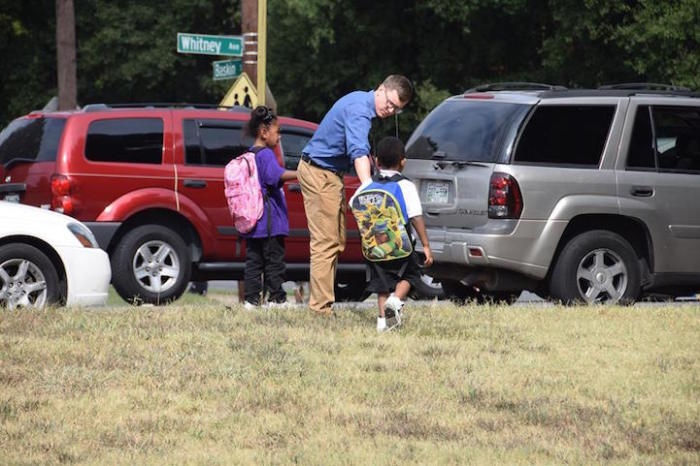 Учителя считают, что безопасность учеников - главный приоритет учителя.
