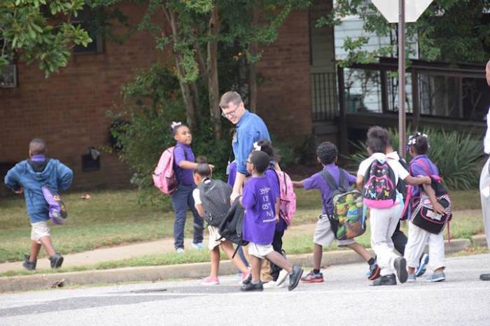 Дети в восторге от этой инициативе, они даже *бронируют* учителей.