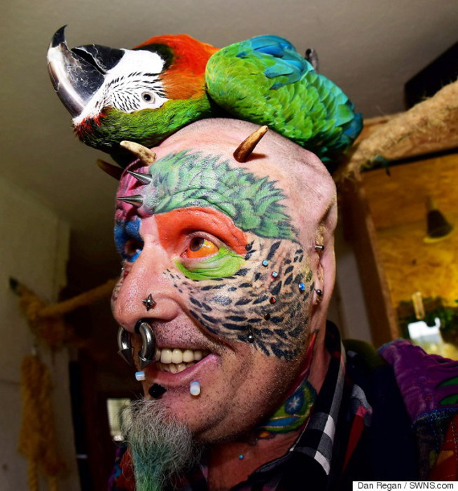 Тед Ричардс хочет быть максимально похожим на попугая.