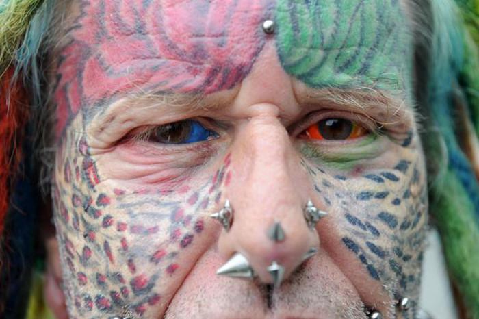 Разноцветные глаза Теда Ричардса.