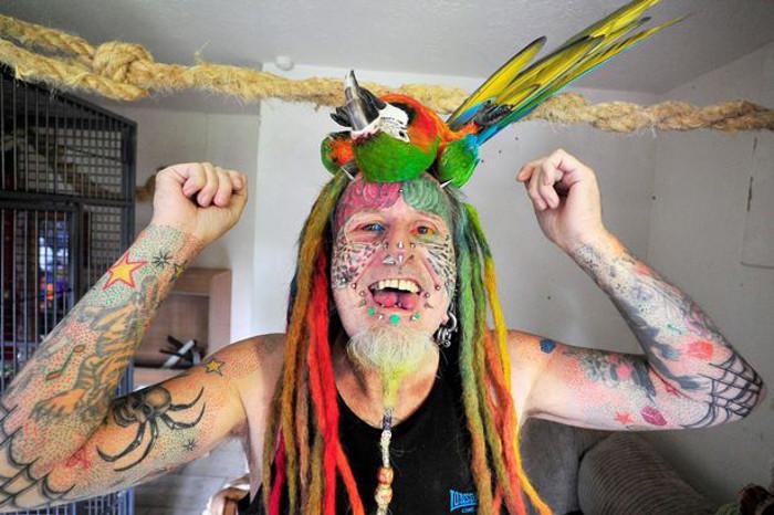 У Теда более 100 татуировок по телу.