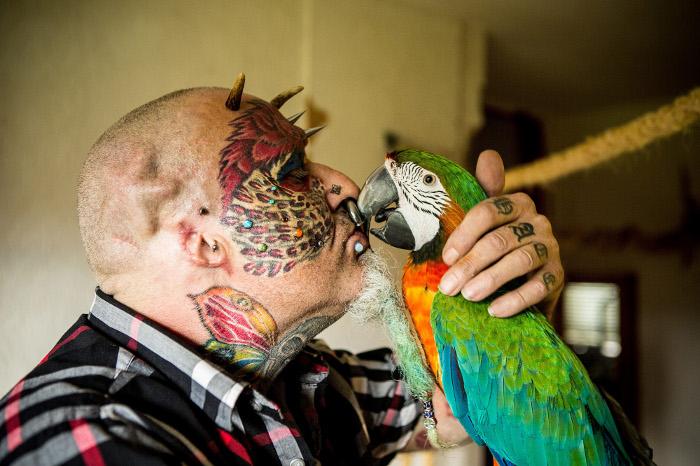 Тед Ричардс - человек-попугай.