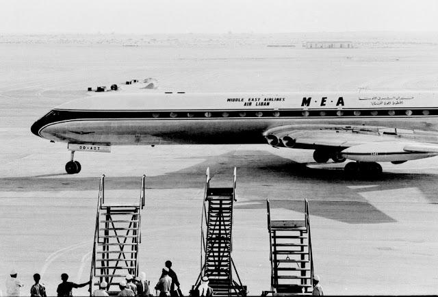 Первым самолетом, приземлившимся на новую посадочную полосу в аэропорту Дубая стал Comet из Middle East Airlines  в 1965г.