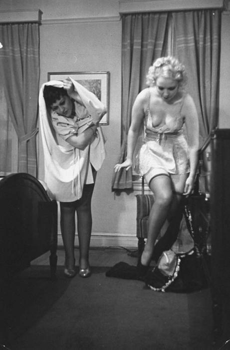 Такие прилежные манеры в спальне существенны для счастливой семейной жизни - с самого медового месяца и навсегда.