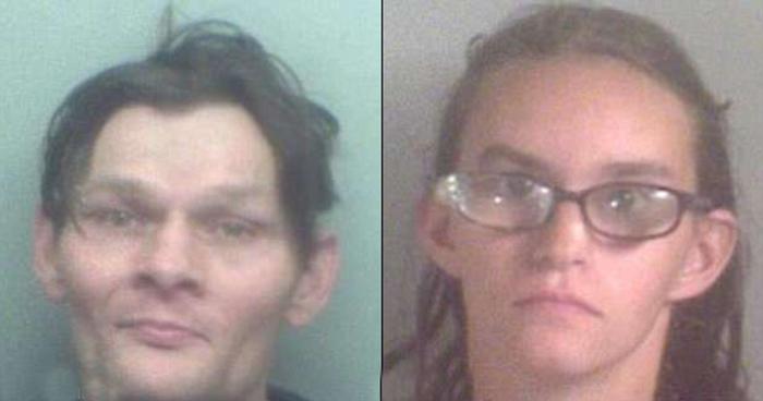 47-летний Тони Смит и 24-летняя Джоди Симпсон, родные родители малыша Тони.