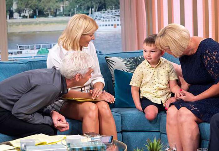 Родных родителей Тони осудили на 10 лет в тюрьме, в то время как сам малыш остался жить в любящей и заботящейся  о нем семье.