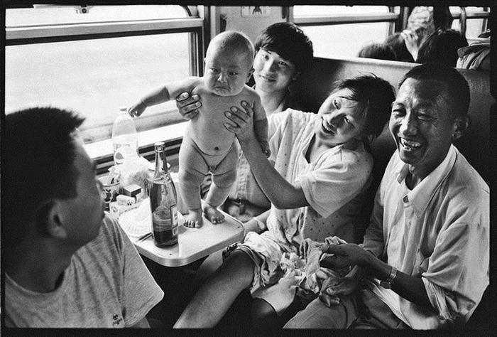 С детьми в дороге.  Фото: Wang Fuchun.