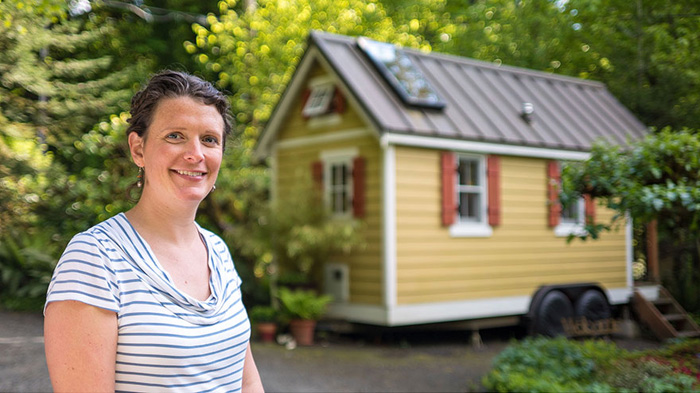 Бриттани и ее дом.