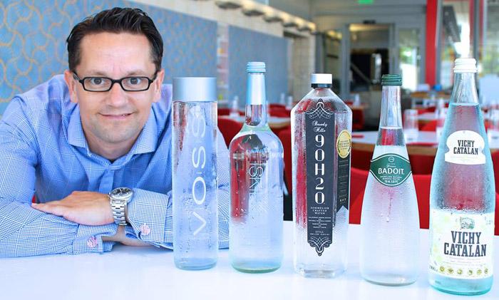 У Мартина в США есть собственный ресторан, в котором можно попробовать разную минеральную воду.