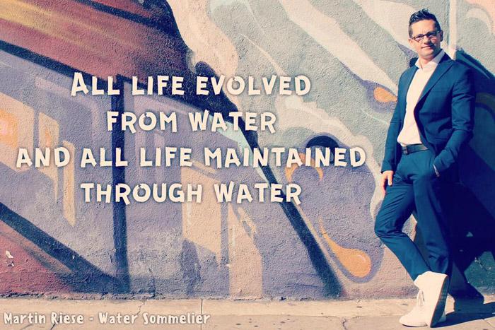 Вся жизнь произошла из воды, и ею же поддерживается.