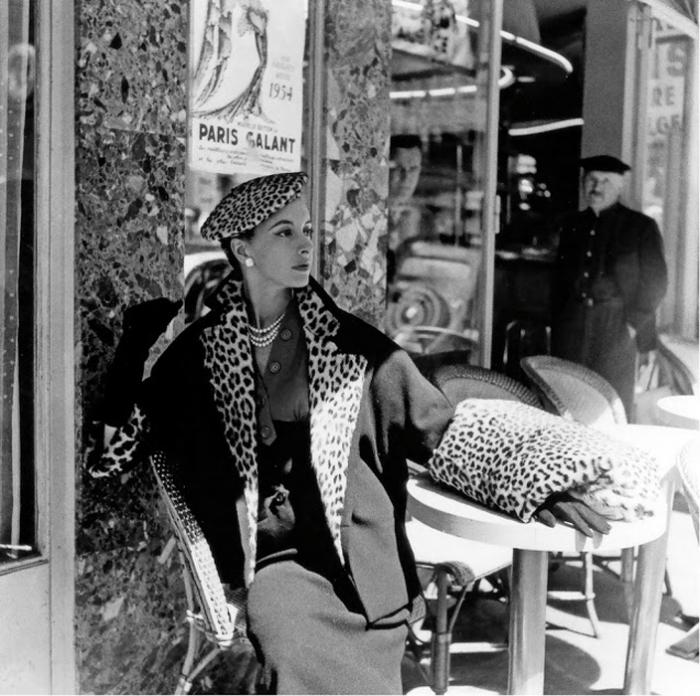 В кафе Парижа. Автор фото: Willy Maywald.