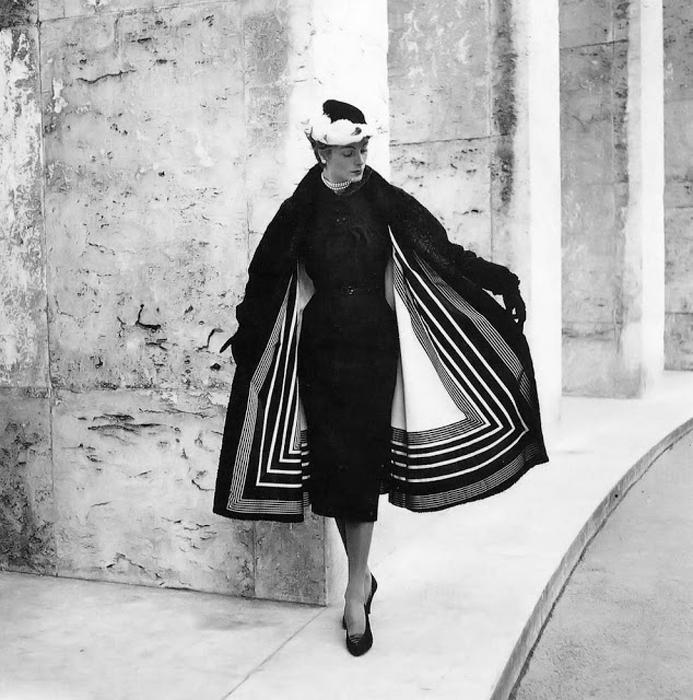 На улицах Парижа. Автор фото: Willy Maywald.