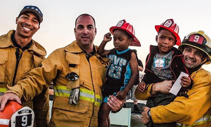 В компании пожарных. Instagram worthyoflovela.