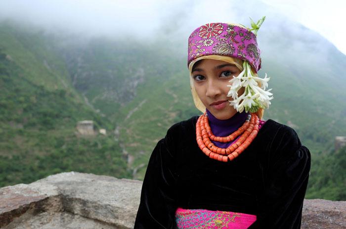 Местная девушка на крыше своего дома. Фото: Abduljabbar Zeyad.