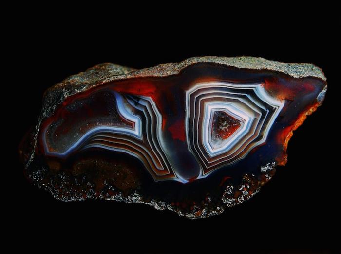 Космос внутри камня. Фото:  Michal Z.