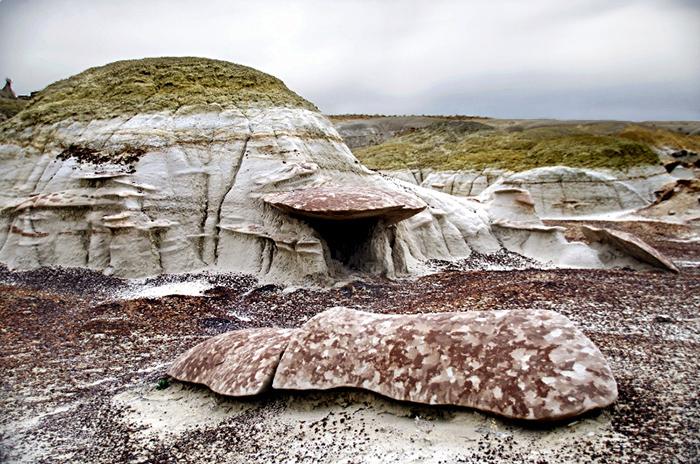 Необычные формы пейзажа обусловлены мягкими породами и эрозией.  Фото: squirella.