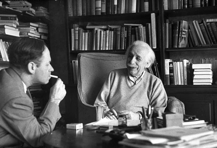 Альберт Эйнштейн с Валентином Баргманом, математиком и физиком-теоретиком. 14 марта 1953г.