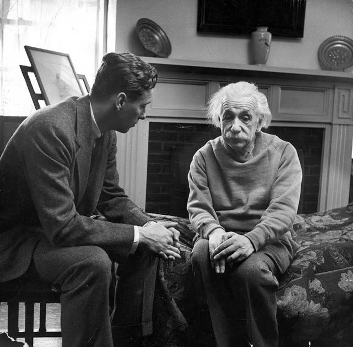 Альберт Эйнштейн обсуждает с Кордом Майером-мл. отношения запада с СССР.