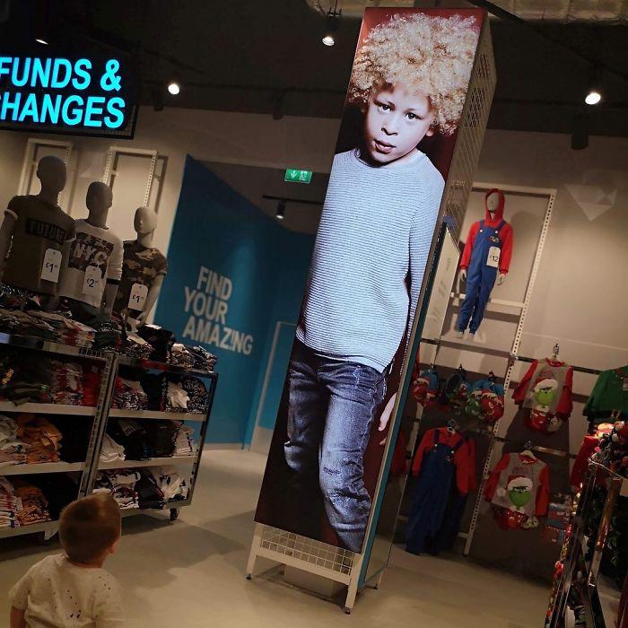Сейчас фотографии мальчика можно увидеть в детском отделе Primark.