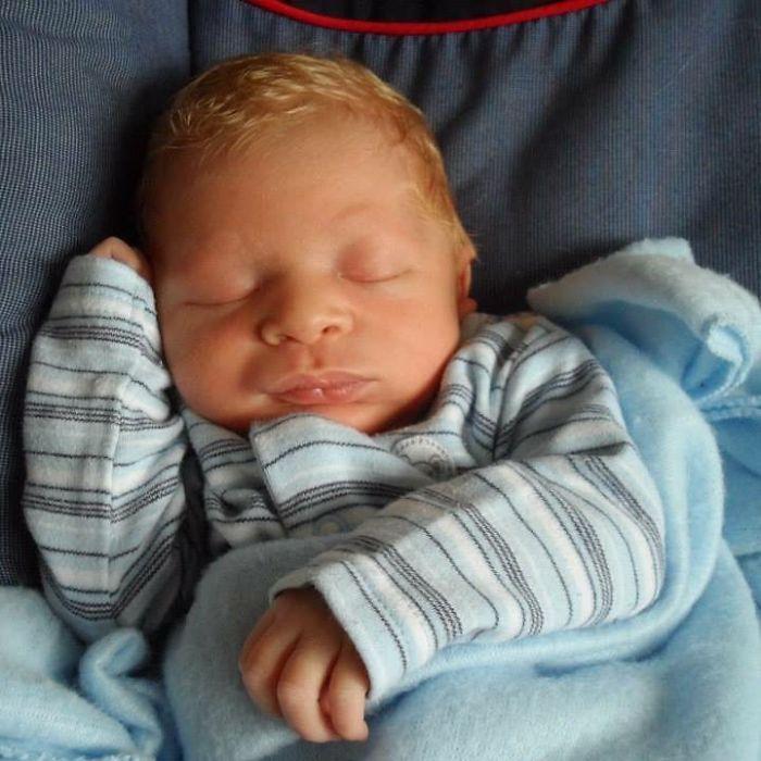 Новорожденный Элайджа.