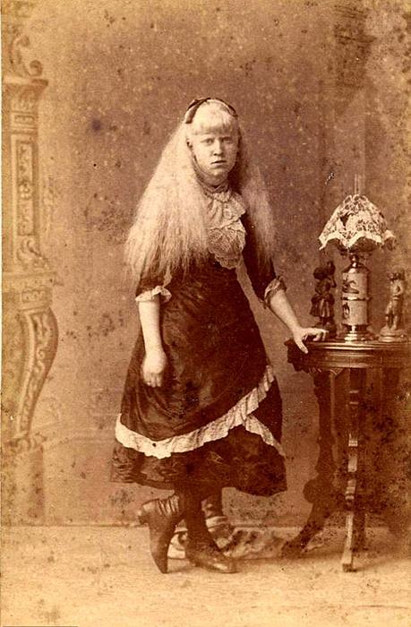 Неизвестная девушка, ок.1880г., судя повсему, также выступавшая сцирком.
